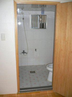 トイレにシャワーがついてます