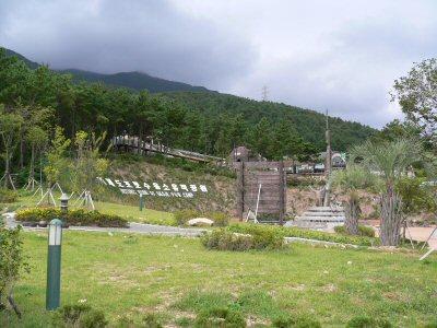 広いスペースの捕虜収容所記念館