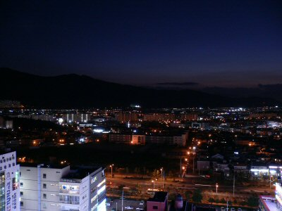 キムさんのお宅から、昌原市の夜景が一望できます。