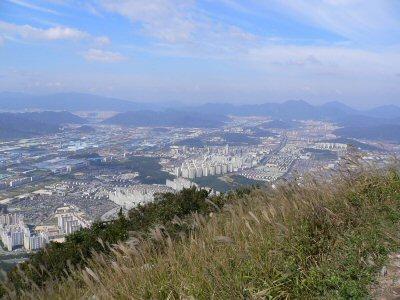 頂上から見た、昌原市です。高さがわかるかな?