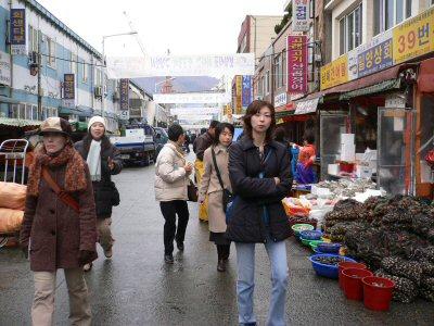 チャガルチ市場。貝がたくさん