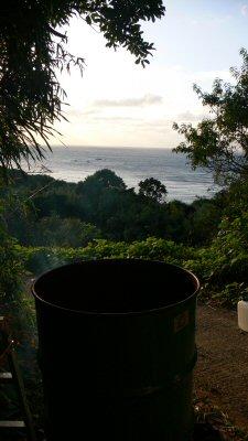 ドラム缶風呂から見た油谷の海。