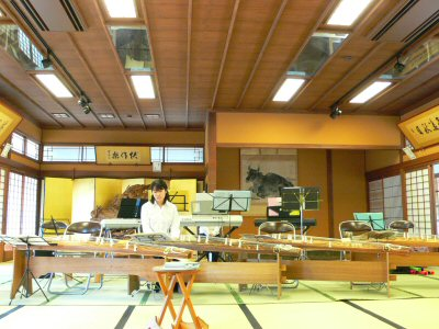 菜香亭で琴とキーボードのアンサンブル