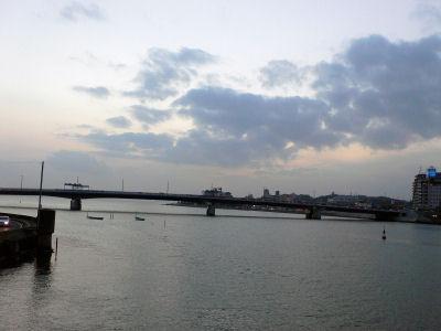 松江大橋から見た宍道湖の夕暮れ