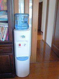 意外と背が高い印象の給水器