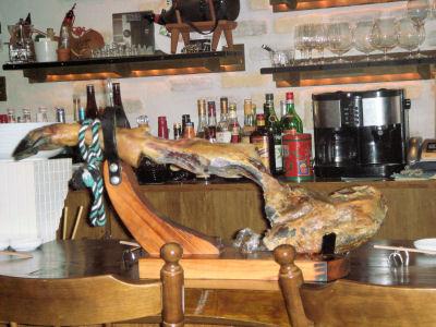 BAR RAYのイベリコ豚、だいぶ足がスリムになりました