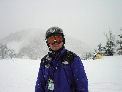 リフトから降りると雪まみれ