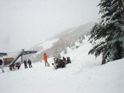 立山第1リフト上。人が少ないです。