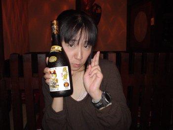 阪神優勝記念ボトル。泡盛の美ら寅。隣は非売品。(在庫は問い合わせ)